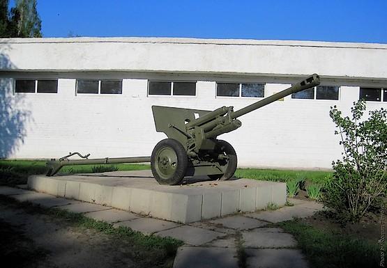Пушка у училища