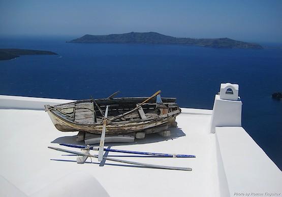 Лодка на крыше дома