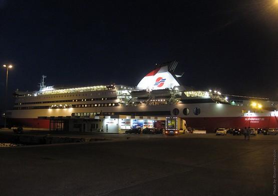 Паром в порту