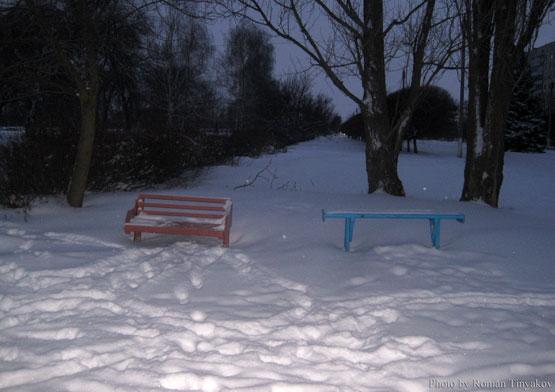 Лавочки в снегу