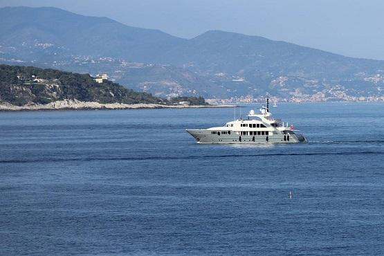 Яхта у побережья Монако
