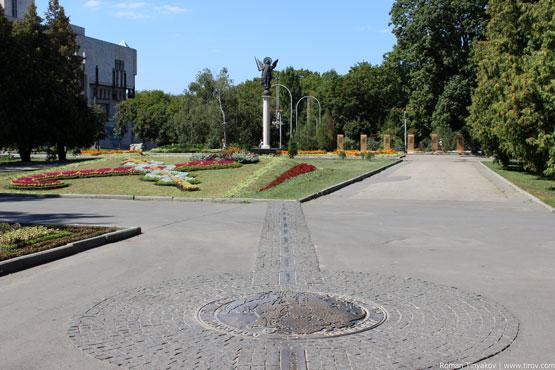 Архангел Михаил, памятник 50-й параллели и Харьковская сирень