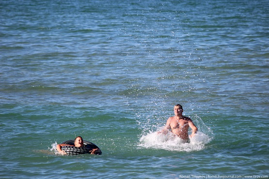 Плещемся с сыном в водах Персидского залива