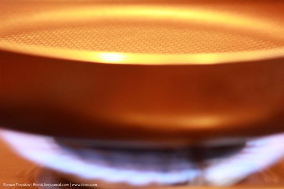 Сковорода на огне