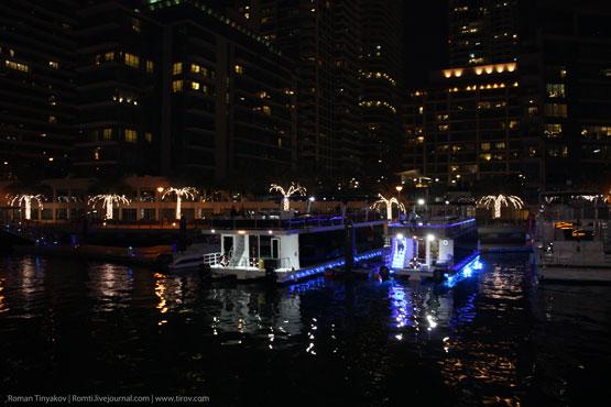На воде в центре Дубаи Марина