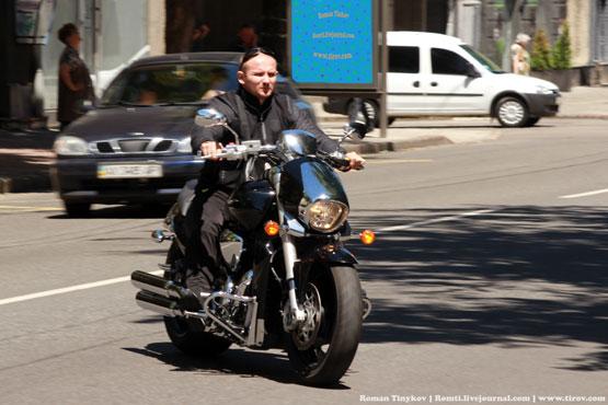 По городу на мотоцикле