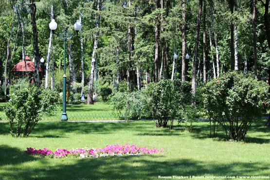 Парк Горького утопает в зелени