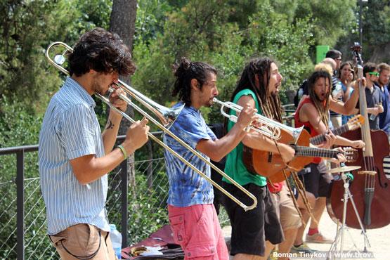 Музыканты радуют посетителей парка