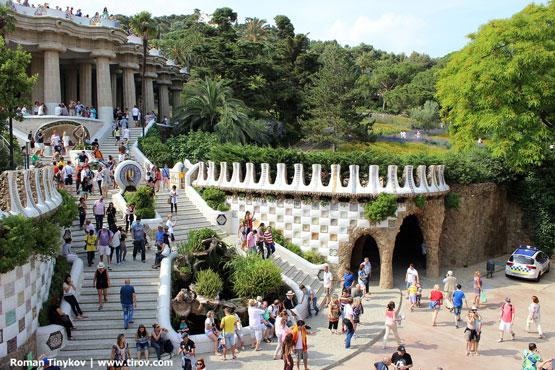 Парадная лестница с фонтанами