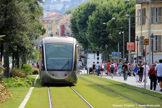 Трамвай на газоне в Ницце