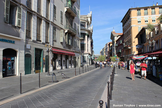 Чисто в Ницце на улицах