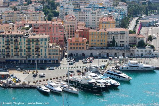 Вид с Замковой горы на яхты в бухте Ниццы