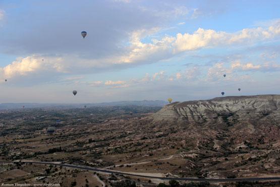 Дорога и воздушные шары с высоты птичьего полёта