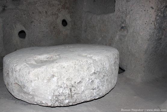 Камень, запирающий вход в город