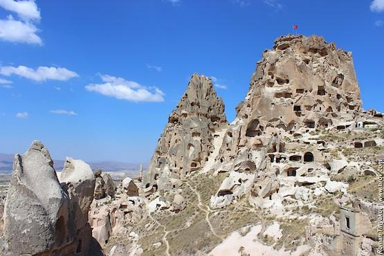 Крепость скала Учисар в долине Каппадокии, Турция