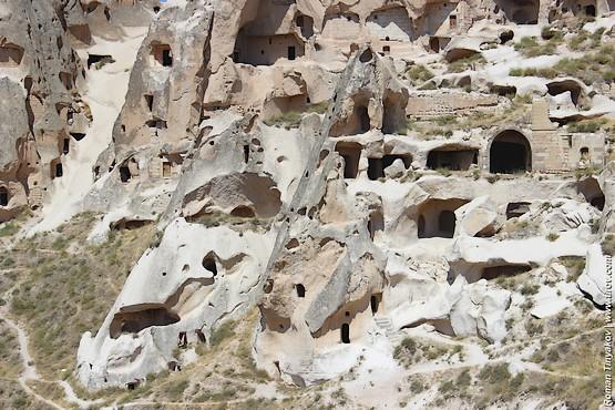 Помещения в крепости-скале Учисар