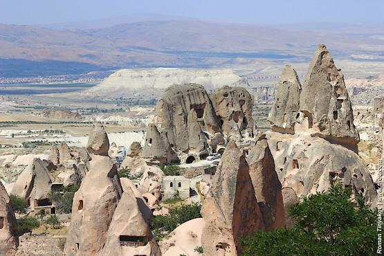 Скалы на фоне Каппадокии