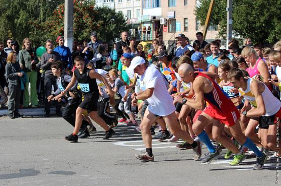 Старт легкоатлетического пробега в честь Дня города Первомайский