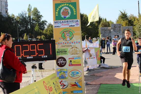 Сын финиширует в забеге на 5 км