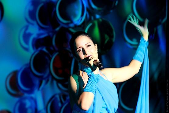 Исполнение песни на сцене отеля Венеция Палас