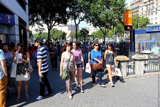 У Площади Каталонии