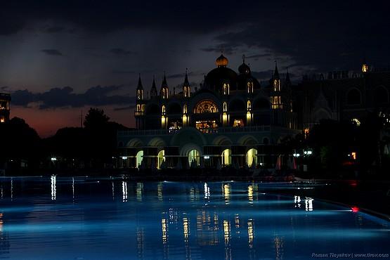 Огни отеля Venezia Palace Deluxe Resort 5*