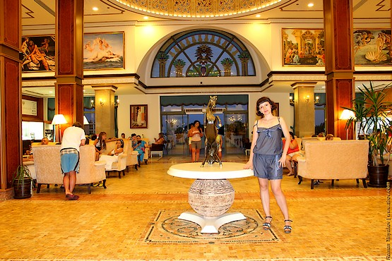 Холл возле ресепшена отеля Venezia Palace Deluxe Resort 5*