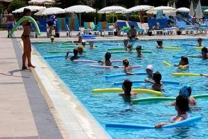 Аквааэробика в бассейне отеля