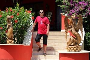 Между двух деревянных драконов в отеле Venezia Palace Deluxe Resort 5*
