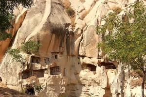 Окна монастырей в скалах парка