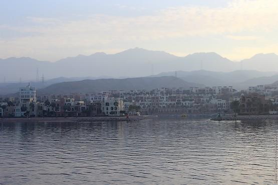 Порт Акабы на горизонте