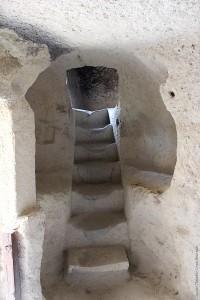 Ступеньки между этажами мужского монастыря в Гёреме