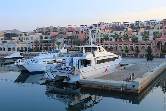 Яхты у причала в порту Иордании