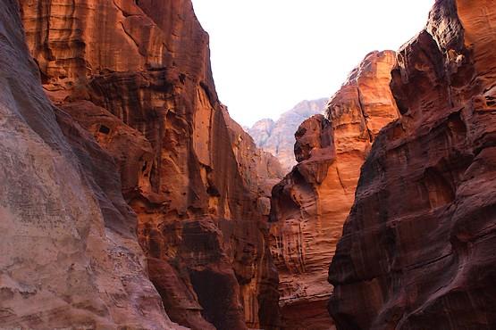 Сфинкс на скалах Каньона Сик