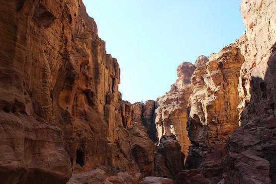 Скалы в Каньоне Сик у города Петра