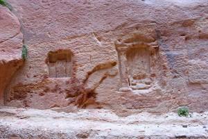Творение рук человека на скала ущелья в Иордании