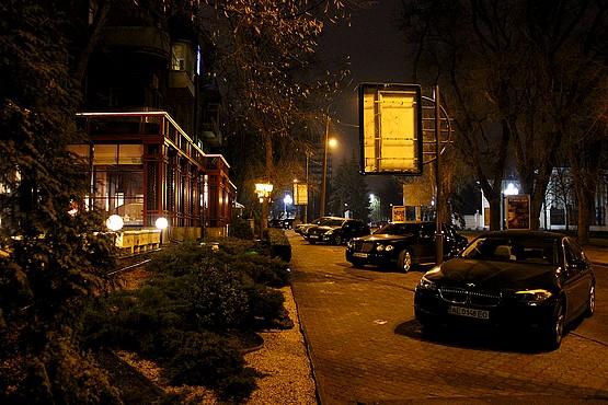 Дорогие автомобили в центре Днепропетровска