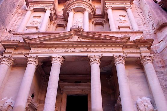 Сокровищница фараона в древнем городе Петра