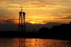 Закат солнца над Днепром в Запорожье