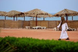 Араб на пляже отеля InterСontinental Resort Taba Heights 5*