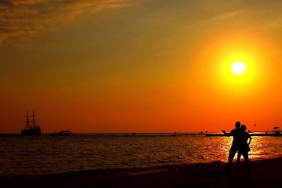 На закате у моря в Сиде, Турция