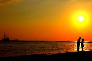 Романтическая фотосессия у моря на закате