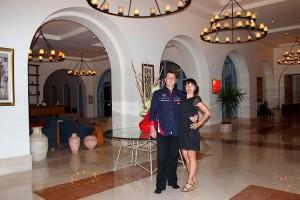 Фотография с любимой в холле отеля