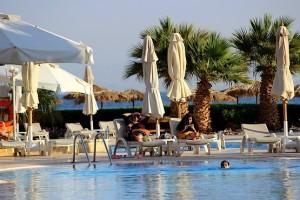 У бассейна в отеле InterСontinental Resort Taba Heights 5*