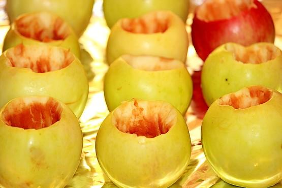 Яблоки на фольге без семян