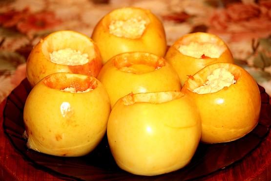 Яблоки запечённые с творогом и медом