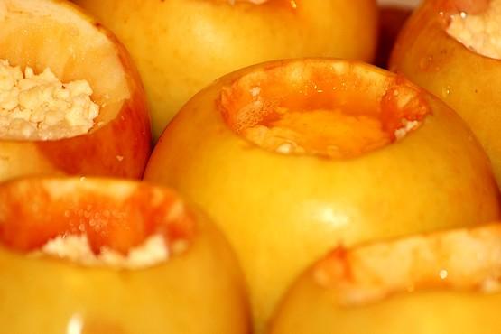 Фотография запечённых в духовке яблок