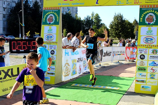 Алексей финиширует на 13-м легкоатлетическом пробеге