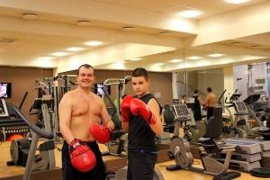 С сыном занимаемся боксом