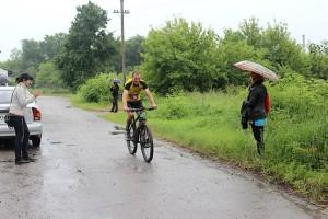 После первого круга в 10 км под дождём